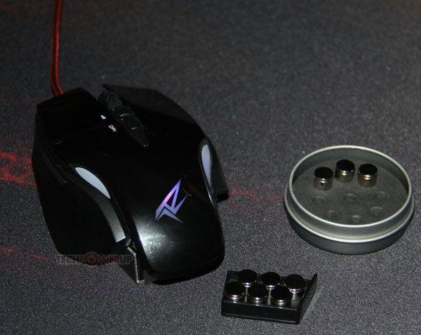 В мыши Rosewill RGM-1100 используется лазерный датчик разрешением 8200 точек на дюйм