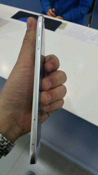 Смартфон Samsung Galaxy A8 оснащен дисплеем Super AMOLED диагональю 5,7 дюйма