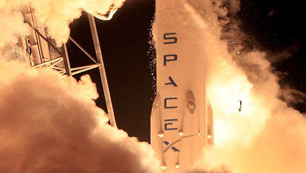 SpaceX впервые удалось совершить вертикальную посадку первой ступени ракеты Falcon 9