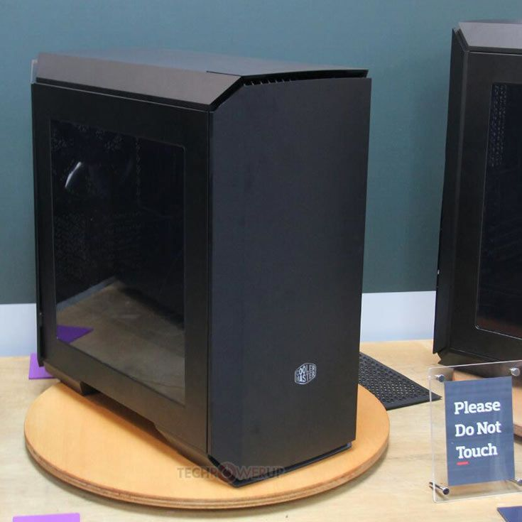 Корпуса MasterCase 4 и MasterCase 6 лишены характерной черты, объединяющей другие модели серии